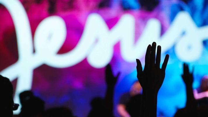 Esther: 'Wat ik in charismatische kerken meemaakte was schadelijk'