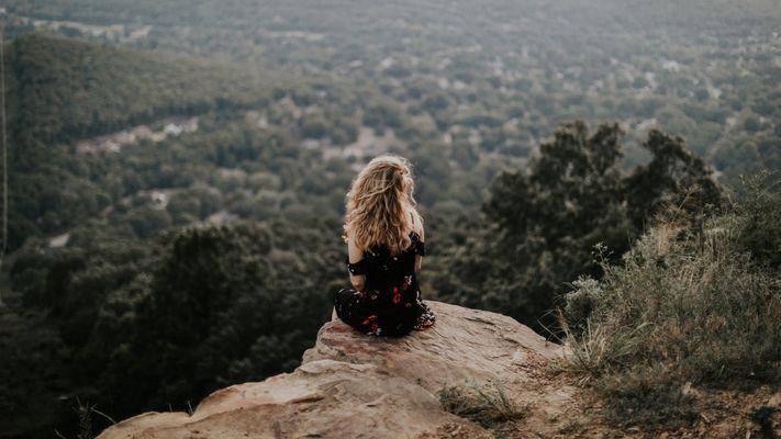 Esther is klaar met messiasje spelen: 'Ik heb de verwachtingen die ik van mijzelf had losgelaten'