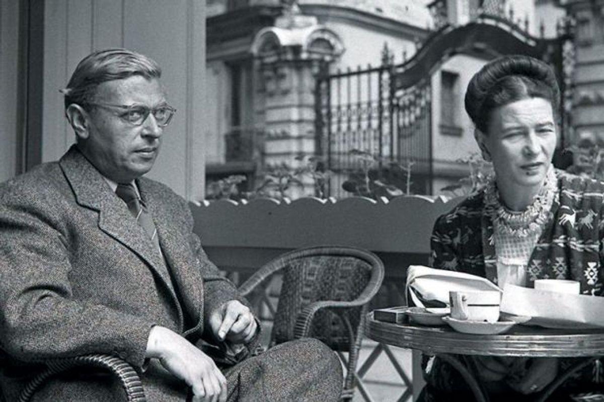 jean-paul-sartre-and-simone-de-beauvoir-meeting-over-coffee